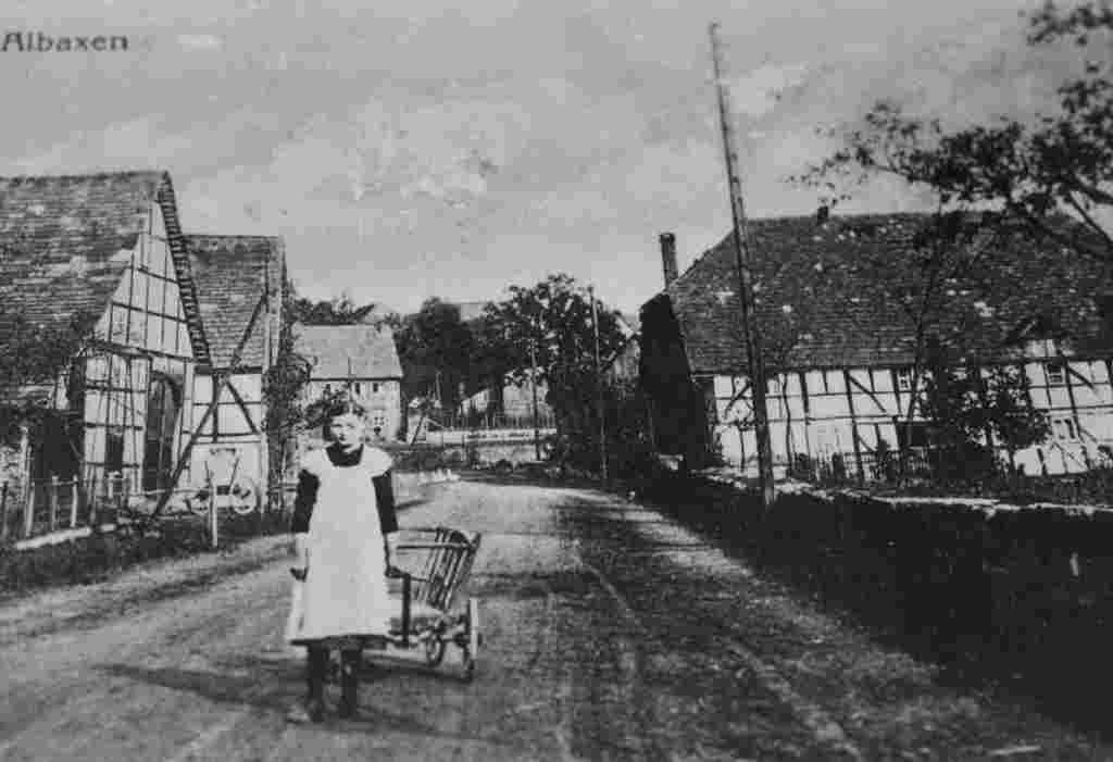 Links Busse, rechts Bönnighausen um 1920