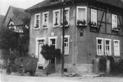 Post Wilhelm Rabbe mit Postauto um 1935